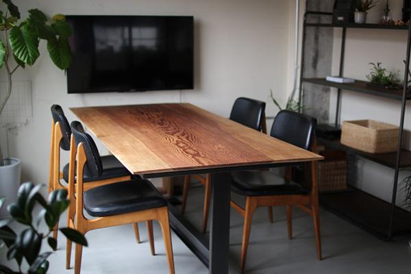 打合せスペース テーブル アンティークチェア