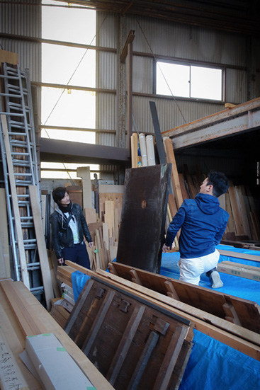 倉庫 木材 無垢