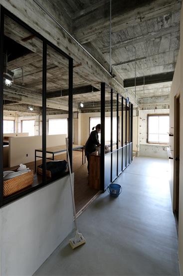 オフィスリノベーション 鉄フレーム 黒マット
