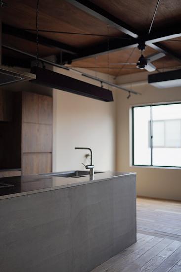 モルタルキッチン コンクリートキッチン 無骨デザイン空間